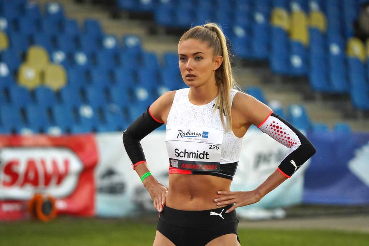 Leichtathletik-Schönheit Alica Schmidt stellt ihren 2,5 Millionen Followern ihre zwei neuen Katzen auf Instagram vor.