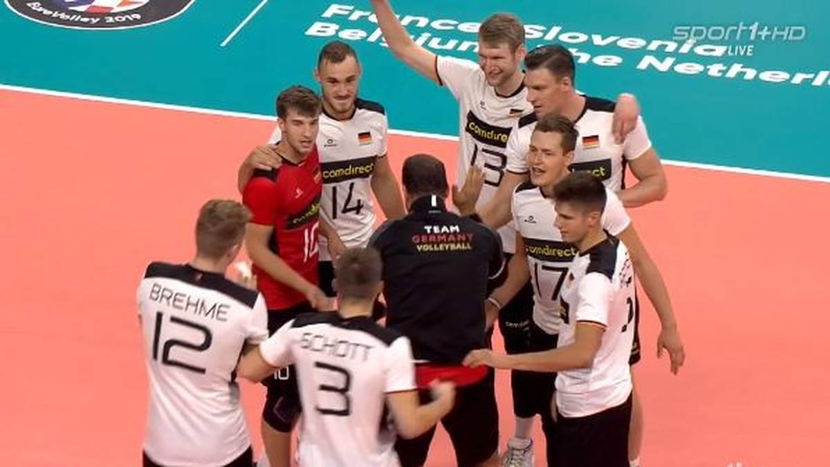 Die deutschen Volleyballer stehen bei der EM im Achtelfinale