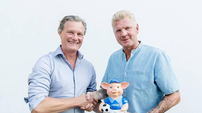 SPORT1-Chefredakteur Dirc Seemann (l.) begrüßt Stefan Effenberg als neuen Doppelpass-Experten