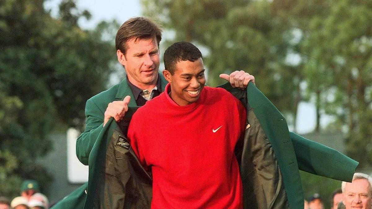 Tiger Woods (r.) erhielt 1997 zum ersten Mal das grüne Jacket