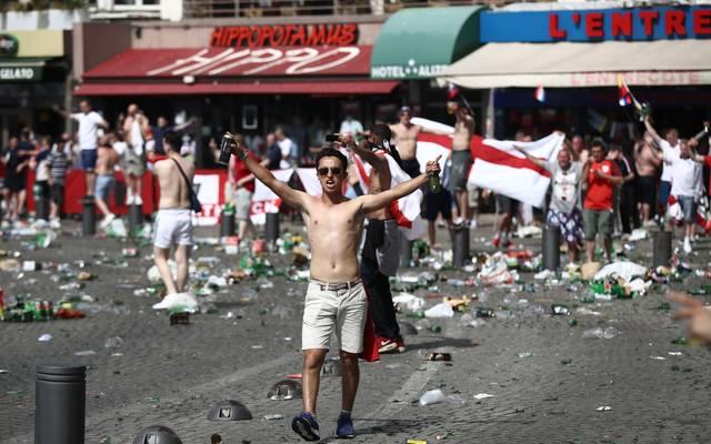 Champions League: Madrid befürchtet Ausschreitungen englischer Fans, Bei der EM 2016 sorgten englischen und russische Hooligans für Randale