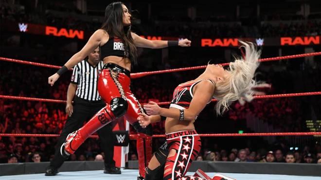 Dieser Tritt von WWE-Star Brie Bella gegen Liv Morgan ging mächtig schief