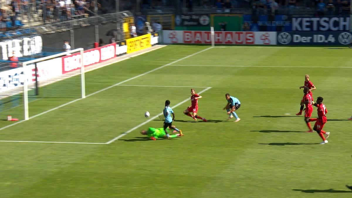 Eintracht Frankfurt verabschiedet sich nach einer ganz schwachen Leistung bereits nach der 1. Runde aus dem DFB-Pokal. Der Bundesligist blamiert sich in Unterzahl bei Drittligist Waldhof Mannheim.