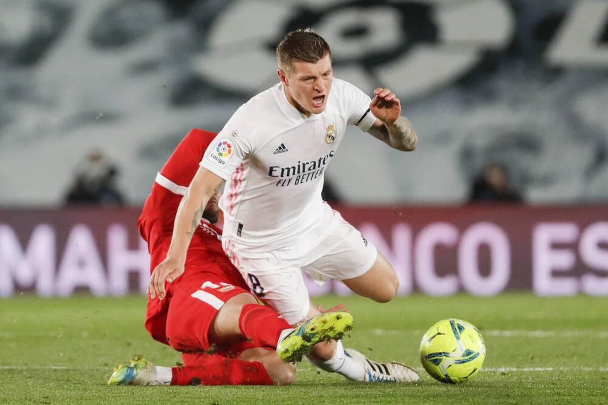 Toni Kroos hat zugegeben, schon seit sechs Monaten verletzt gewesen zu sein. Dennoch habe er auf die EM nicht verzichten wollen.