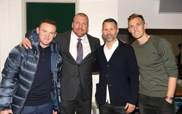 Wayne Rooney (l.) und Kollegen trafen sich hinter den Kulissen auch mit WWE-Vize-Chef Triple H