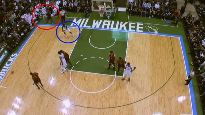 Während Smith Jason Terry begrüßt (roter Kreis), kommt Tony Snell (blauer Kreis) vollkommen frei zum Dunk
