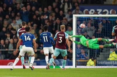 Der FC Everton wahrt in der Premier League seine weiße Weste. Das Team von Rafael Benítez dreht innerhalb von sechs Minuten die Partie gegen Burnley.