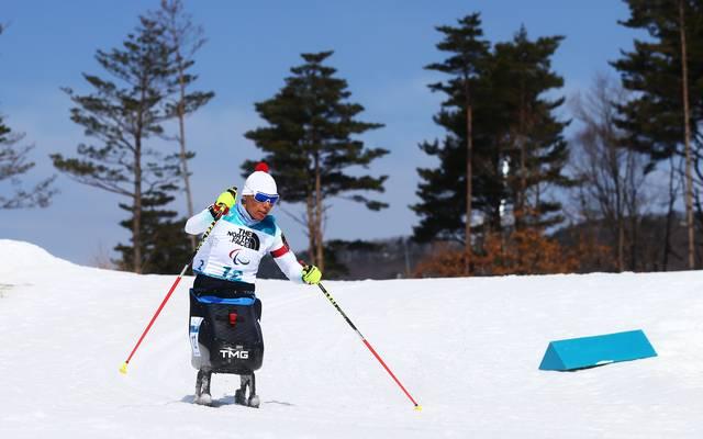 Im Winter ist Eskau auf Langlaufski unterwegs, im Sommer fährt sie Handbike