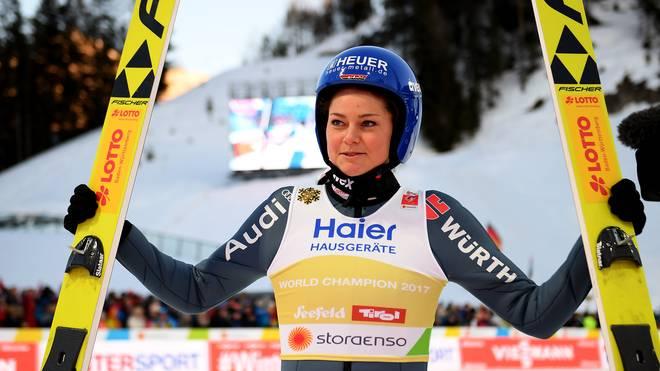 Olympiasiegerin Carina Vogt wünscht sich eine Vierschanzentournee für Frauen.