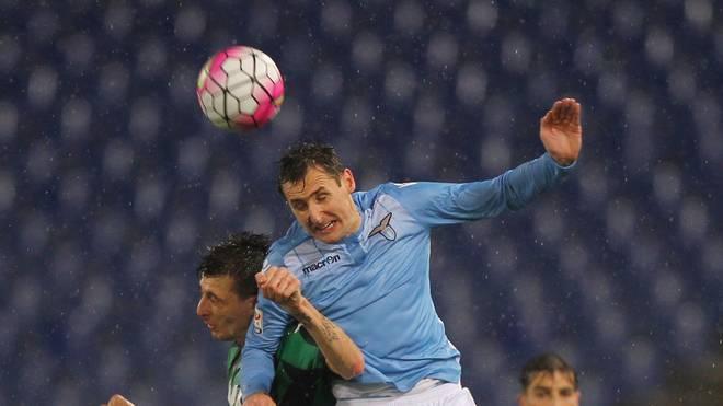 Miroslav Klose von Lazio Rom kämpft vergeblich gegen Sassuolo