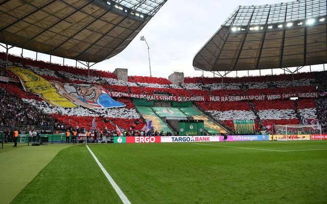 Fan-Vereinigungen von Bayern und Leverkusen fordern eine Verlegung des Pokalfinals