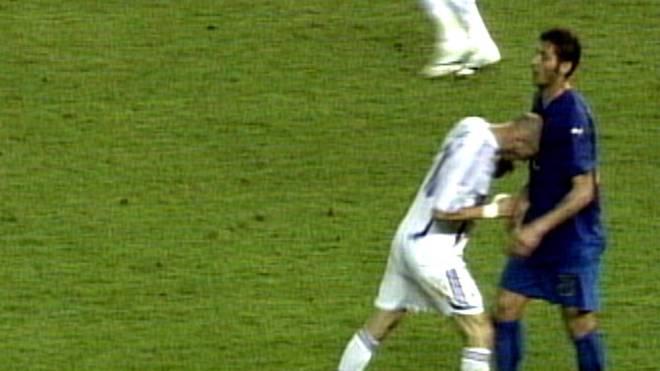 Zinedine Zidane erwischte Marco Materazzi voll