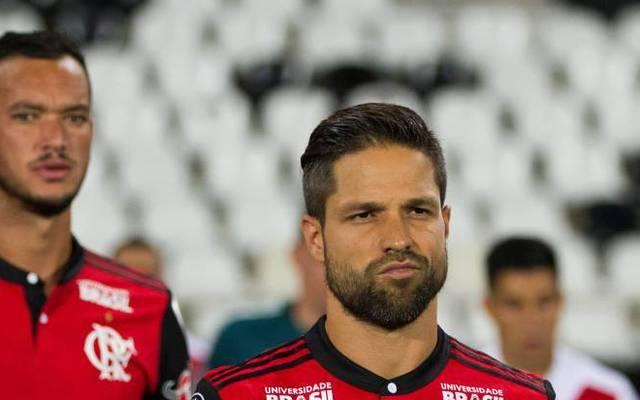 Auch der ehemalige Bundesliga-Star Diego (r.) ist infiziert