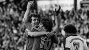 Die erste Relegation zwischen Bundesliga und Zweiter Liga wurde 1982 gespielt. Damals machte Bayer Leverkusen kurzen Prozess mit den Kickers Offenbach. 1:0 und 2:1 lauteten die Ergebnisse, Arne Larsen Ökland und Peter Szech feiern den Sieg