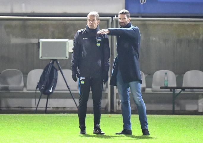 Arne Friedrich (r.) und Jürgen Klinsmann sind wieder vereint. Gemeinsam versuchen sie Hertha BSC wieder in die Spur zu bringen. Klinsmann als Trainer, Friedrich als Performance Manager