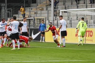 Viktoria Berlin unterliegt in der 3. Liga Mitaufsteiger Freiburg. Die Berliner geraten bereits früh in Rückstand.
