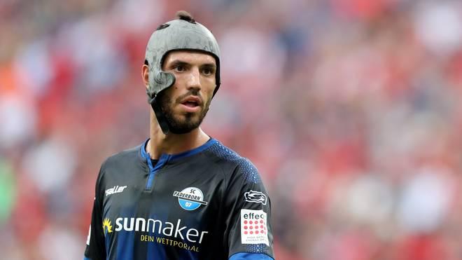 Klaus Gjasula trägt seinen Spezial-Helm seit einigen Jahren