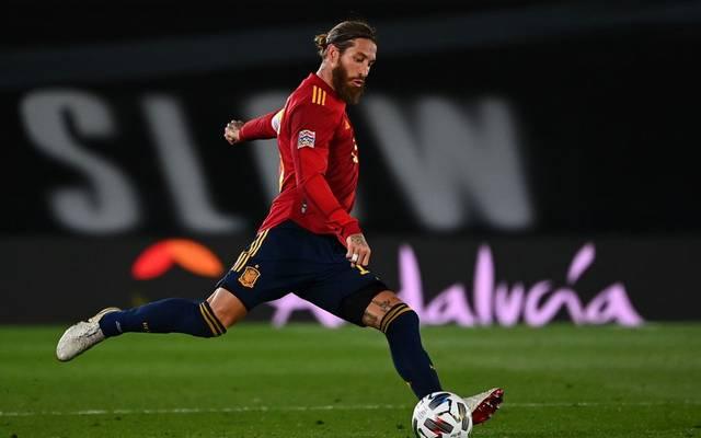 Sergio Ramos führt die spanische Nationalmannschaft als Kapitän aufs Feld
