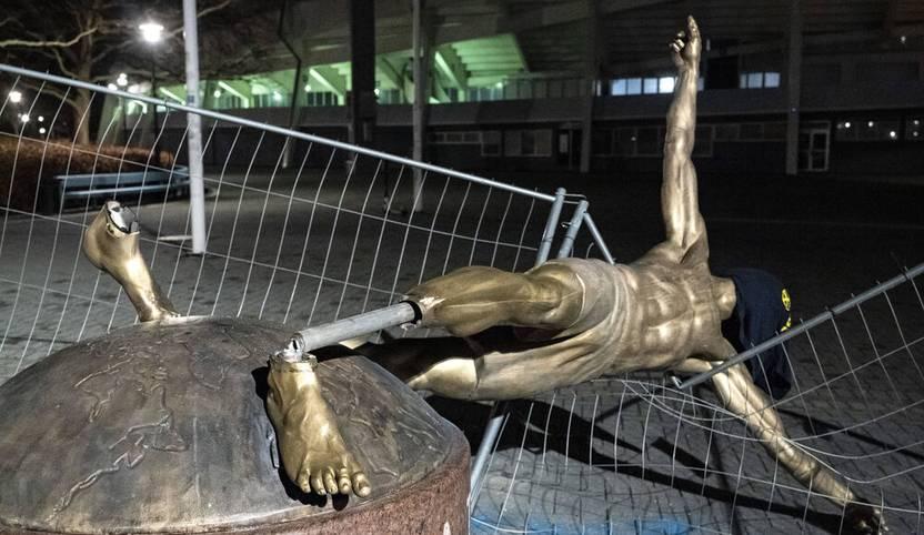 5. Januar: Der tiefe Fall einer Fußball-Legende. Die Statue von Zlatan Ibrahimovic wird in Malmö während der Nacht stark beschädigt