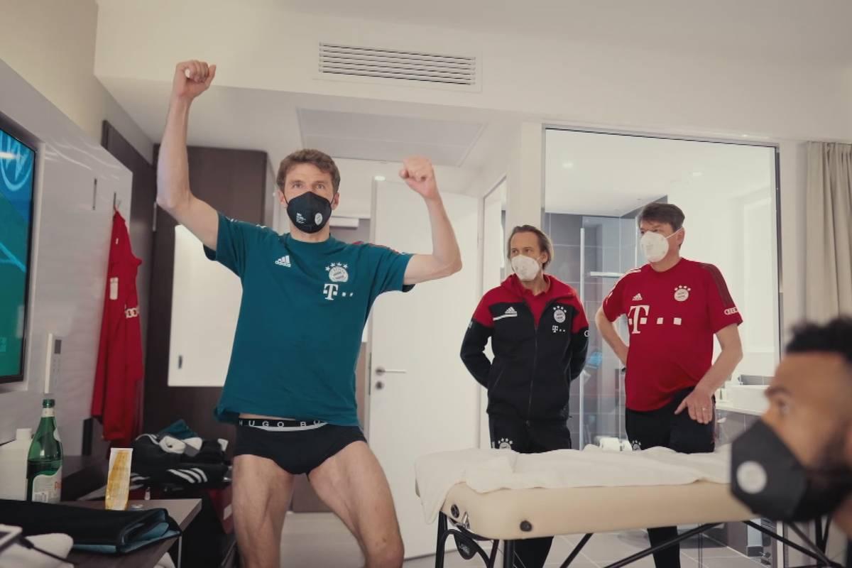"""""""Deutscher Meister BVB!"""" Hier blödelt Müller in Unterhosen"""