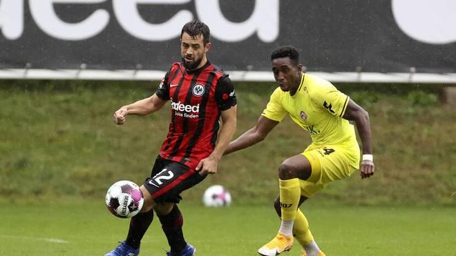Amin Younes (am Ball) tauchte bei seinem Debüt in der zweiten Halbzeit völlig ab.