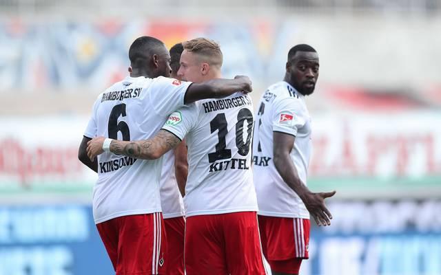 Hamburger SV bejubelt sein zweites Tor beim Karlsruher SC