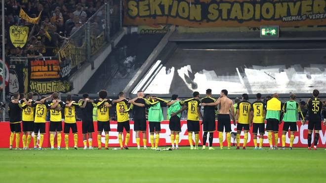 BVB, Borussia Dortmund, Trauerflor, Schweigeminute, Manfred Burgsmüller, FC Augsburg