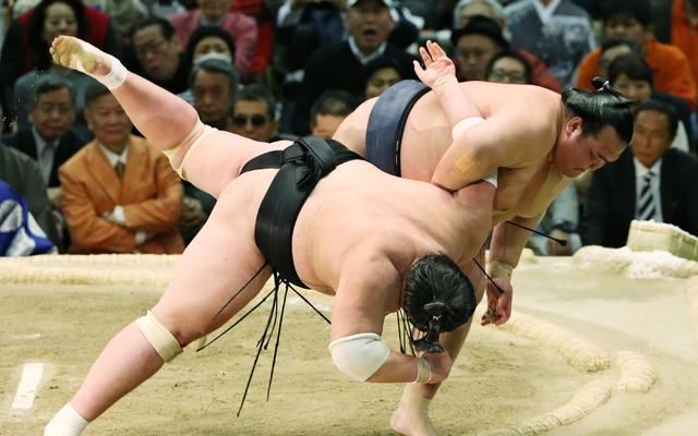 Kisenosato (r.) war der einzige japanische Sumo-Ringer im Rang eines Yokozuna-Großmeisters