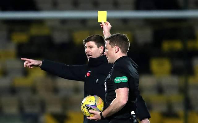 Zunächst zückte John Beaton die Gelbe Karte
