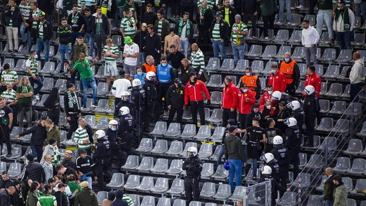 Erst nachdem die Polizei anrückte beruhigte sich die Lage im Sporting-Block.