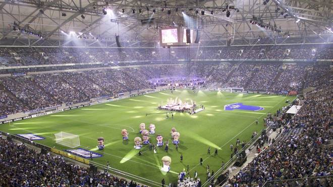 """FUSSBALL: 1. BUNDESLIGA 01/02, EROEFFNUNGSFEIER FUER DIE NEUE SCHALKE ARENA """"AUF SCHALKE"""""""
