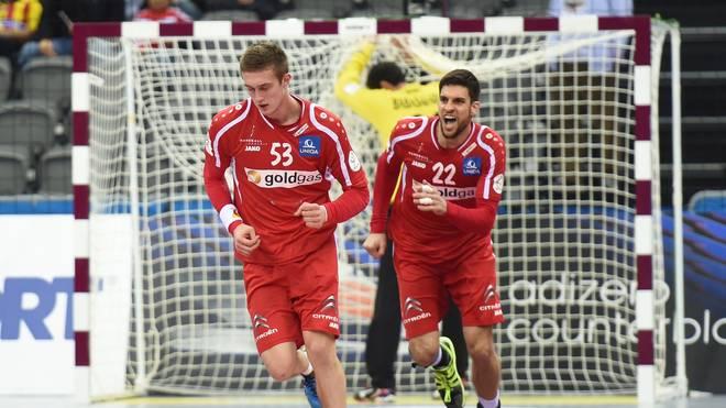 Mykola Bilyk (l.) und Markus Wagesreiter freuen sich über einen Treffer gegen den Iran