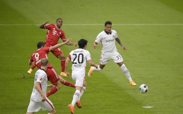 Tuta (hinten rechts) wurde gegen Bayern ins kalte Wasser geschmissen