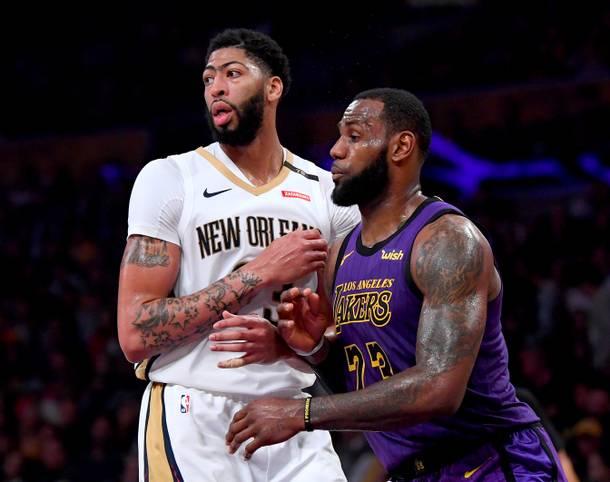 Anthony Davis (l.) wird in der kommenden Seite gemeinsam mit LeBron James ein gefürchtetes Duo bei den Los Angeles Lakers bilden. Die beiden streben mit der Traditionsfranchise den Titelgewinn an und wollen sich in die Ära der Top-Duos in der NBA-Historie einreihen