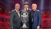 Bundestrainer Joachim Löw (Mitte) mit Portugals Trainer Fernando Santos (l.) und Frankreichs Coach Didier Deschamps