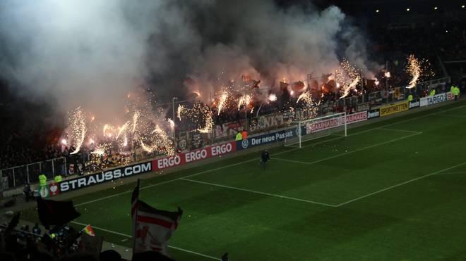 Das Verhalten seiner Fans kommt den FC St. Pauli teuer zu stehen