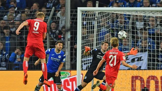 Simon Terodde erzielt per Kopf sein 100. Tor in der 2. Bundesliga