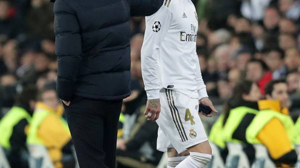 MADRID, SPAIN - FEBRUARY 26: Zinedine Zidane, Manager of Real Madrid acknowledges Sergio Ramos of Real Madrid as Sergio Ramos of Real Madrid leaves the pitch after receiving a red card during the UEFA Champions League round of 16 first leg match between Real Madrid and Manchester City at Bernabeu on February 26, 2020 in Madrid, Spain. (Photo by Gonzalo Arroyo Moreno/Getty Images)