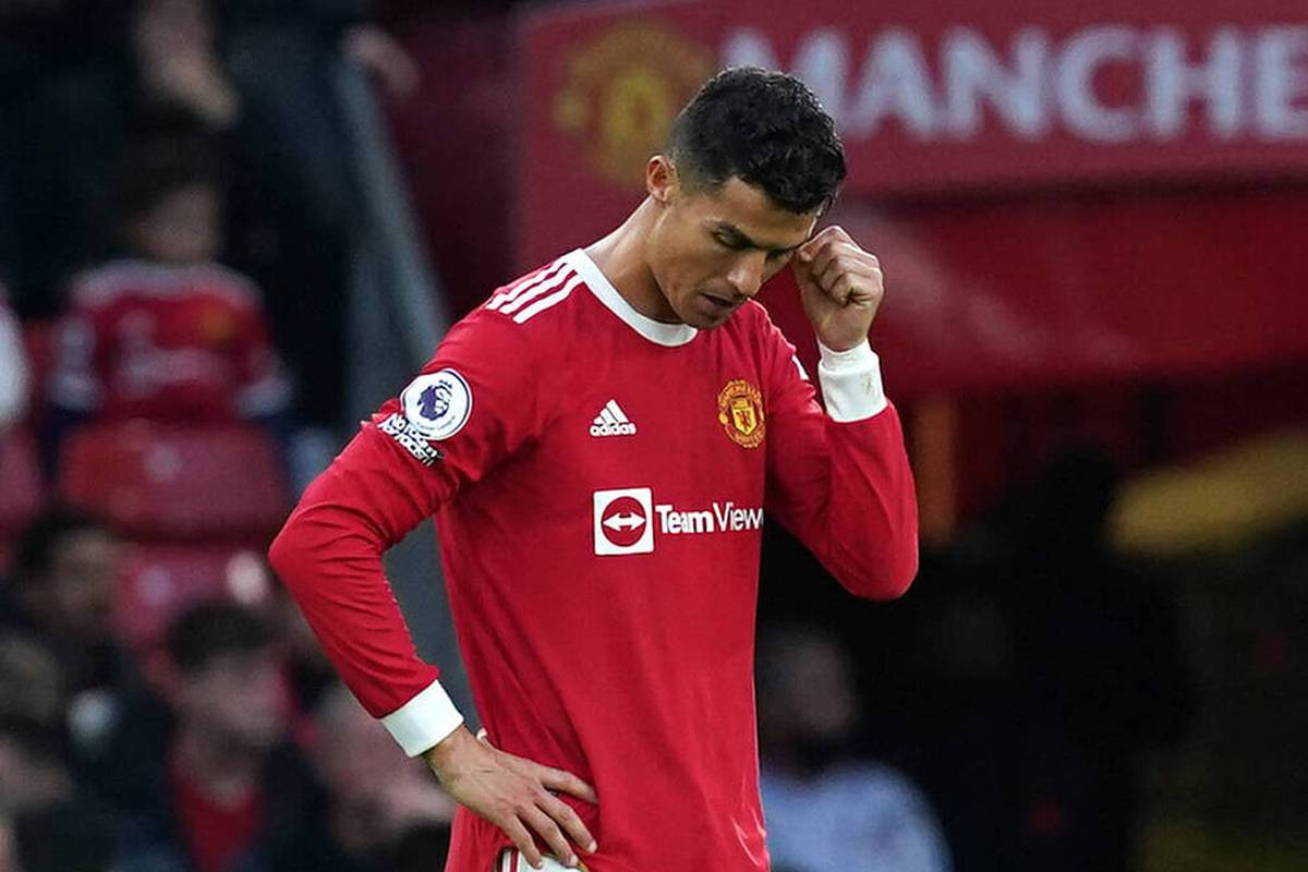 Manchester United erlebt im Heimspiel gegen den FC Liverpool ein historisches Debakel. Mohamed Salah überragt mit einem Dreierpack.