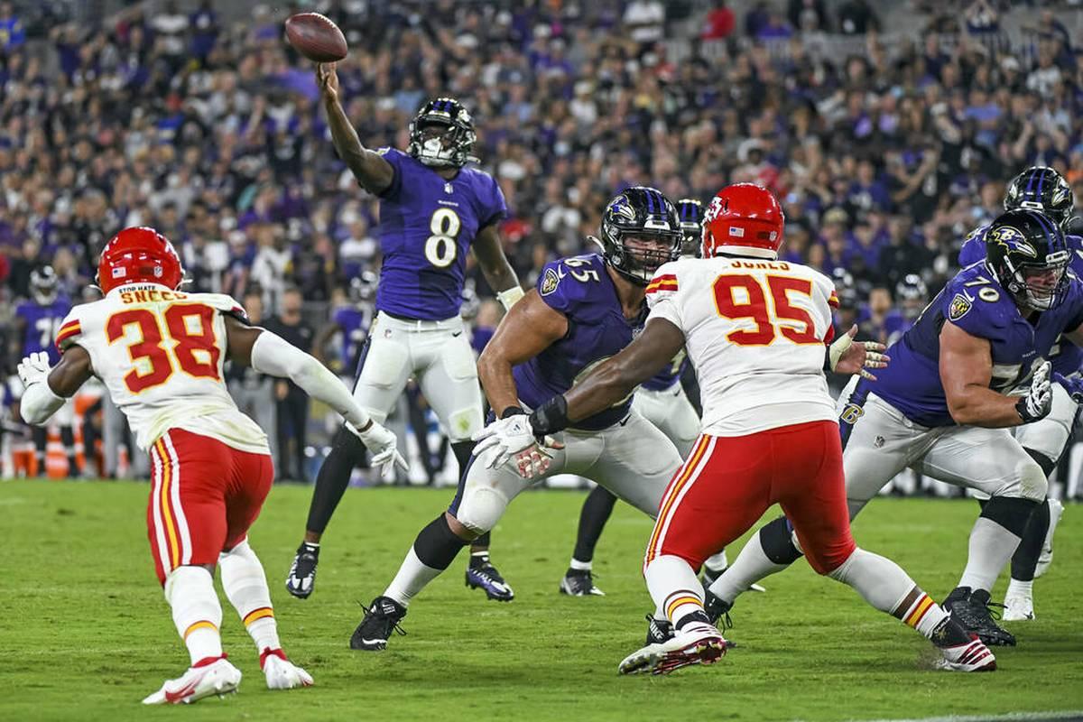 Lamar Jackson gelingt mit den Baltimore Ravens ein Last-Minute-Sieg gegen die Kansas City Chiefs. Die Seattle Seahawks müssen derweil eine bittere Pleite hinnehmen.