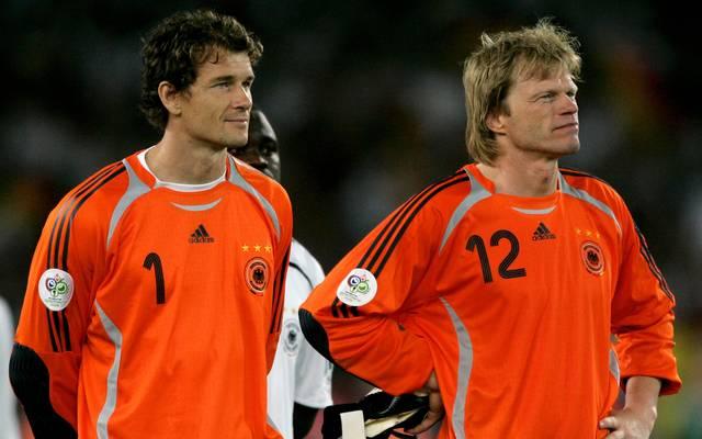 """Oliver Kahn spricht über Jens Lehmann: """"Als Nummer zwei ungemütlich"""" Zwei Jahre lang lieferten sich Lehmann (l.) und Kahn ein Duell um das DFB-Tor"""