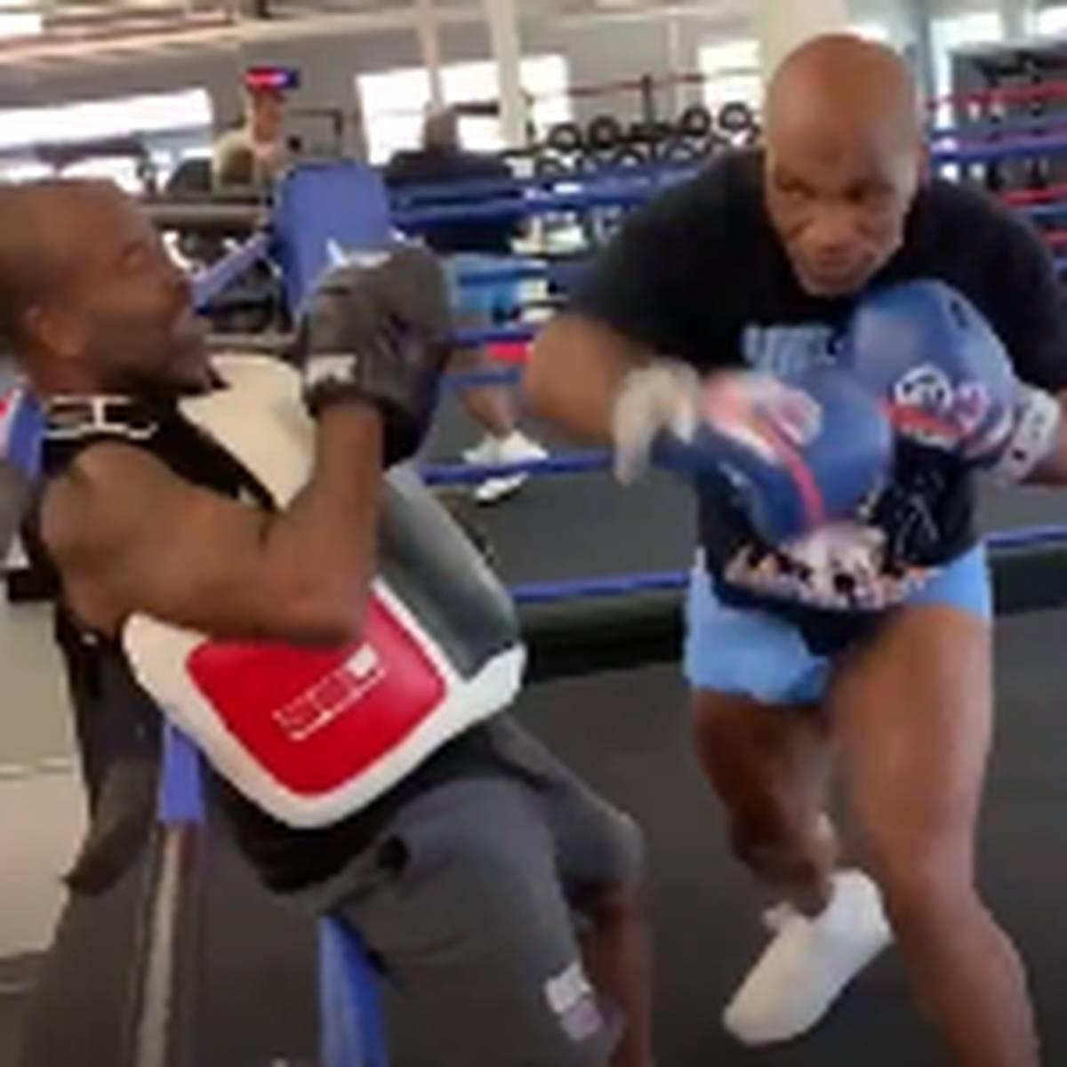 Fäustehagel! Hier haut Tyson seinen Trainer in die Seile