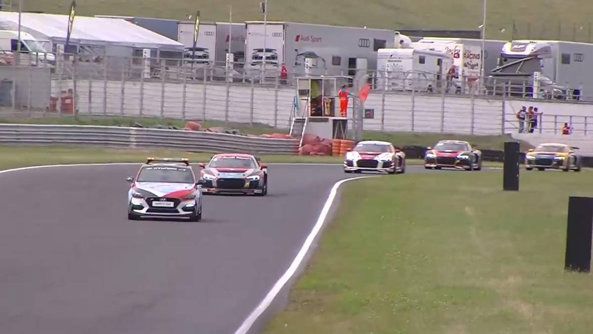 Das erste Rennen des Audi Sport Seyfarth R8 LMS Cup in Most musste abgebrochen werden