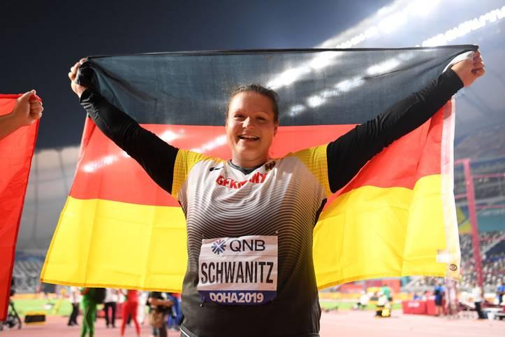Christina Schwanitz feiert in Katar ihre erste WM-Medaille als Mutter. Nach der Geburt ihrer Zwillinge im Juli 2017 war es der erste WM-Wettbewerb, an dem die Dresdnerin wieder teilnahm
