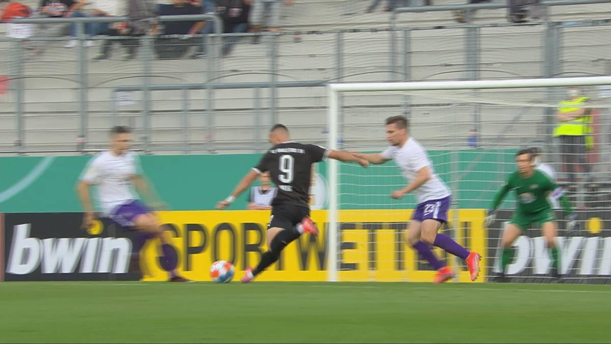 Der FC Ingolstadt kämpft sich in einem Pokalfight weiter. Die Schanzer setzen sich gegen Liga-Konkurrent Aue durch.