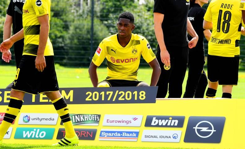 Bei Borussia Dortmund herrscht dicke Luft: Ousmane Dembele schwänzt das BVB-Training und will so offenbar seinen Wechsel zum FC Barcelona erzwingen. Der Youngster fällt nicht zum ersten Mal mit diesem Verhalten auf - und hat prominente Vorgänger. SPORT1 zeigt Fußballer, die ihren Wechsel erzwingen wollten