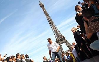Ibra sorgt bei seiner Ankunft in Paris für einen riesigen Hype und führt sein Team direkt in seiner ersten Saison zur Meisterschaft