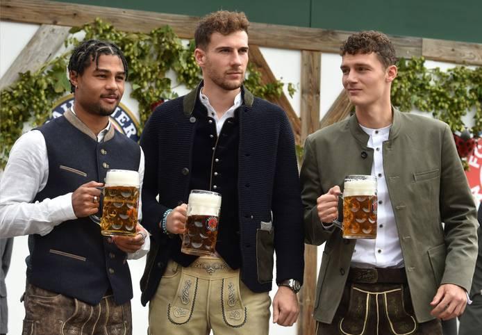 Das Oktoberfest biegt auf seine Zielgerade, und auch die Bayern-Stars lassen sich das Spektakel nicht entgehen - allen voran die Neuzugänge. SPORT1 zeigt die Bilder.