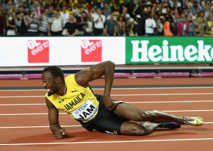 Was für ein bitteres Karriere-Ende für den besten Sprinter aller Zeiten! Ausgerechnet in seinem letzten Rennen überhaupt muss Usain Bolt auf der Zielgeraden verletzt aufgeben