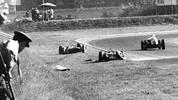Wolfgang Graf Berghe von Trips ist 1961 der erste deutsche Pilot, der in der Königsklasse tödlich verunglückt. Der Ferrari-Fahrer stirbt im Alter von 33 Jahren nach einer Kollision mit Jim Clark in Monza
